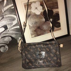 GUESS Crossbody Bag !!